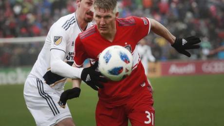 Zwei Stars der vergangenen MLS-Saison Bastian Schweinsteiger (r) und Zlatan Ibrahimovic. Foto: Nuccio Dinuzzo/Chicago Tribune/zuma/dpa