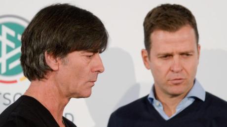 DFB-Direktor Oliver Bierhoff (r) und Bundestrainer Joachim Löw können quasi schon für die EM planen. Foto: Peter Steffen/dpa