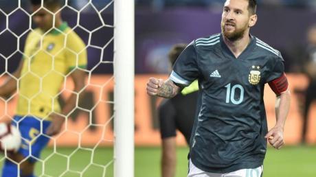 Lionel Messi feiert seinen Treffer zum 1:ß für Argentinien im Testspiel gegen Brasilien. Foto: AP/dpa