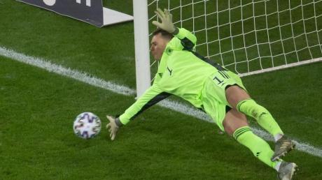 Torwart Manuel Neuer ist bei der EM sicher dabei.