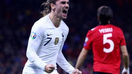 Frankreich hat sich im abschließenden EM-Qualifikationsspiel den Gruppensieg gesichert. Foto: Hektor Pustina/AP/dpa
