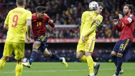 Gerard Moreno (2.v.l.) erzielte zwei Treffer für die Spanier. Foto: Manu Fernandez/AP/dpa