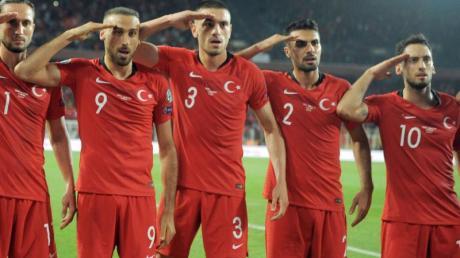 Sorgte erneut für Diskussion:Der Salut-Jubel türkischer Fußball-Nationalspieler.