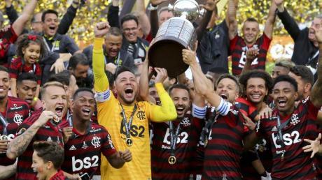 Die Spieler von Flamengo Rio de Janeiro feiern den Sieg der Copa Libertadores.