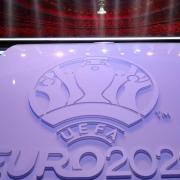 Fußball-EM 2021: Gruppen und Spielplan - bei uns finden Sie die Termine der Fußball-Europameisterschaft in Deutschland und anderen Ländern.