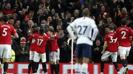 Die Spieler von Manchester United feiern das 1:0 im Spiel gegen Tottenham Hotspur.