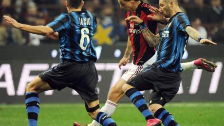 Mögen sich nicht besonders: Zlatan Ibrahimovic (M) und Marco Materazzi (r).