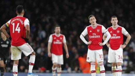 Im Krisenmodus: Mesut Özil (2.v.r) und der FC Arsenal.