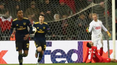 Joe Willock (l-r) und Emile Smith Rowe konnten mit dem FC Arsenal konnte eine Niederlage mit dem FC Arsenal in Lüttich noch abwenden in Lüttich gerade noch abwenden.