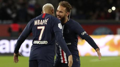 Kylian Mbappe (l) und Neymar wollen beide bei den Olympischen Spielen dabei sein.