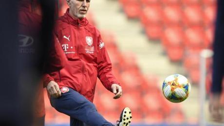 Trainer Jaroslav Silhavy bezieht mit dem tschechischen Team bei der EM Quartier in Edinburgh.
