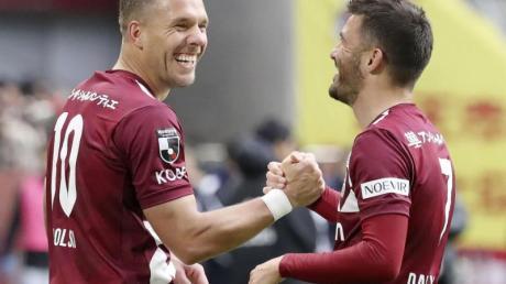 Lukas Podolski (l) wird Vissel Kobe verlassen.