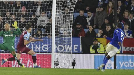 Leicester-Torschütze Ricardo Pereira (r) sorgte gegen West Ham für die Vorentscheidung.