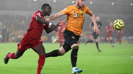 Sadio Mané (l) verletzte sich bei Liverpools Sieg gegen die Wolverhampton Wanderers.