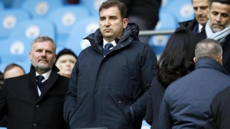 Ferran Soriano (M.) wehrt sich gegen den Champions-League-Ausschluss von Manchester City.