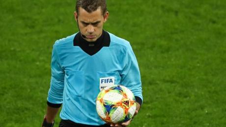 Leitet das Spiel des FC Bayern München gegen den FC Chelsea: Referee Clément Turpin.