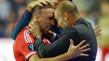 Münchens Franck Ribery bejubelt sein Tor zum 1:1 mit Trainer Pep Guardiola.