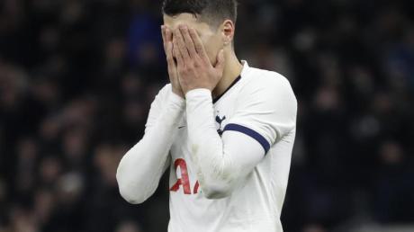 Erik Lamela von Tottenham Hotspur ärgert sich nach einem verschossenen Elfmeter.