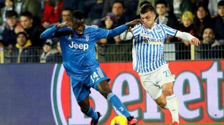 Wurde positiv auf das Coronavirus getestet: Blaise Matuidi (l) von Juventus Turin.