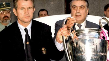 Der ehemalige Real-Präsident Lorenzo Sanz 1998 nach dem Gewinn der Champions League mit dem damaligen Trainer Jupp Heynckes.