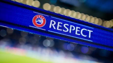Die Europäische Fußball-Union prüft angeblich verschiedene Modelle für ein reguläres Ende der laufenden Saison im Europapokal.