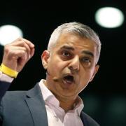 Sadiq Khan bittet die Londoner Fußball-Clubs um Hilfe.