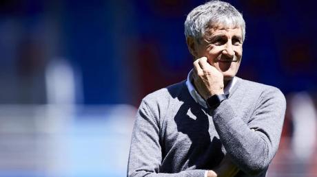 Hält eine Fortsetzung der spanischen Liga für unrealistisch: Quique Setien, Trainer vom FC Barcelona.