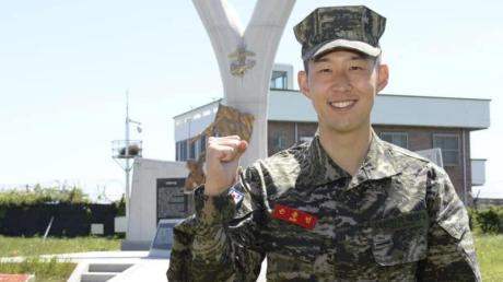 Heung-Min Son hat die Militärausbildung in Südkorea abgeschlossen.