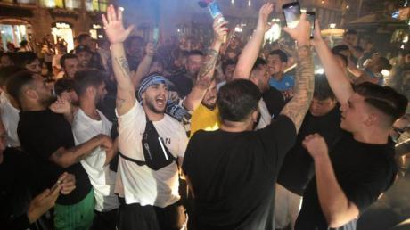 In Neapel scherten sich die SSC-Fans wenig um die Corona-Abstandsregeln.