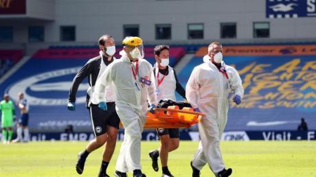 Arsenals Torwart Bernd Leno wurde bei der Niederlage gegen Brighton & Hove Albion vom Platz getragen.