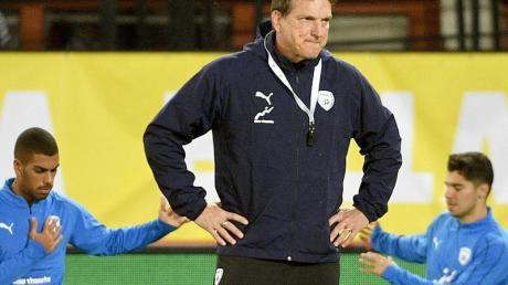 Willl die israelische Nationalmannschaft nicht weiter trainieren: Andreas Herzog (M).