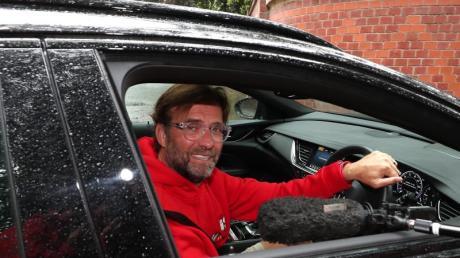 Trainer Jürgen Klopp hat die Fans vom englischen Fußballmeister FC Liverpool dazu aufgerufen, zuhause zu bleiben.