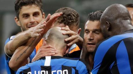 Inter Mailand hat Brescia Calcio mit 6:0 besiegt: Die Spieler beim Torjubel.