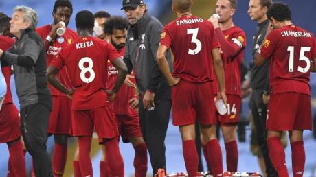 Hat mit dem FC Liverpool nichts zu verschenken: Meister-Coach Jürgen Klopp (M).