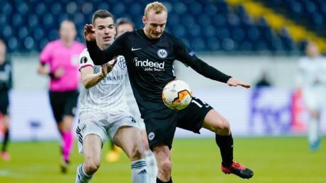 Ein 0:3 muss Sebastian Rode mit Eintracht Frankfurt gegen den FC Basel aufholen.