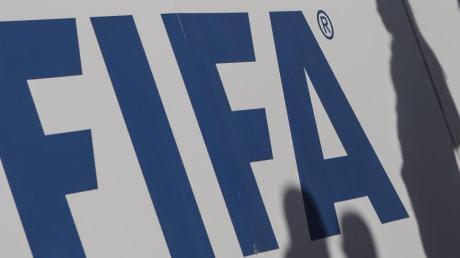 Schriftzug des Weltfußballverbandes FIFA.