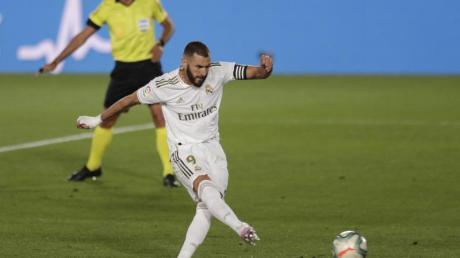 Karim Benzema von Real Madrid erzielt das Tor zum 1:0 gegen CD Alaves per Elfmeter.