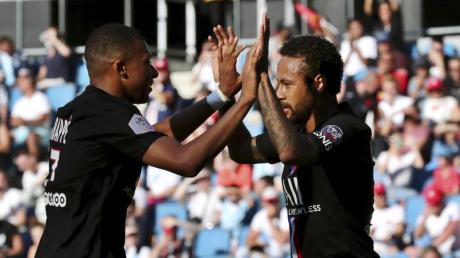 Konnten endlich wieder vor Zuschauern jubeln: Die PSG-Stars Neymar (r) und Kylian Mbappe.