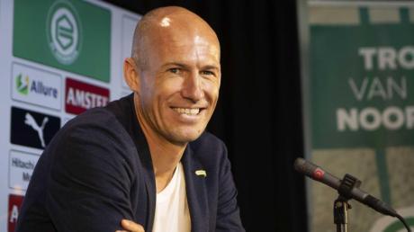 Arjen Robben bei seiner Ankündigung zur Rückkehr auf den Platz beim FC Groningen.