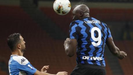 Romelu Lukaku (r) von Inter Mailand in Aktion.