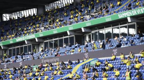 In der dänischen Superliga wurden wieder Begegnungen vor einigen Tausend Anhängern ausgetragen.
