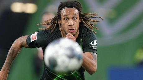 Flog nicht mit dem VfL Wolfsburg in die Ukraine: Kevin Mbabu.