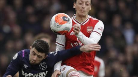 Mesut Özil steht noch beim FC Arsenal.