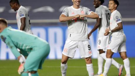 Traf zum 50. Mal in der Champions League: Bayern-Stürmer Robert Lewandowski (M).