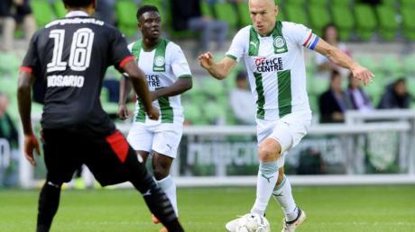 Arjen Robben (r) wird seinem Verein FC Groningen in den kommenden Wochen fehlen.