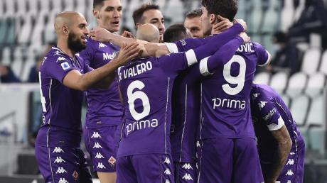 Die Mannschaft des AC Florenz bejubelt die Führung in Turin.