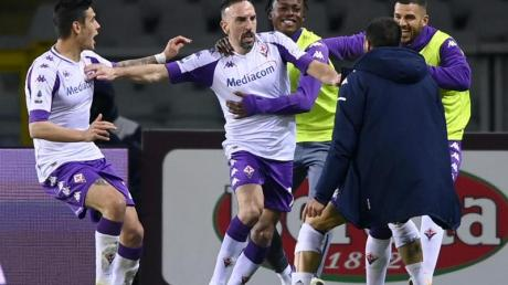 Franck Ribery (M) vom AC Florenz jubelt über seinen Treffer in Turin.