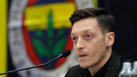 Will schnell für Fenerbahce in Aktion treten: Mesut Özil bei seiner Vorstellung als neuer Spieler.