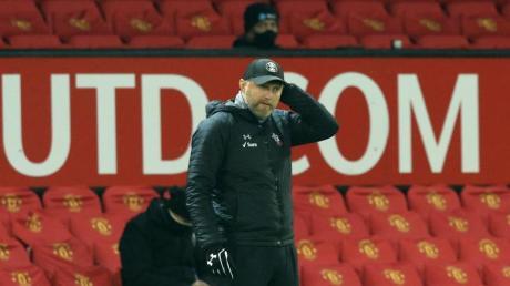 Ralph Hasenhüttl, Trainer des FC Southampton, verfolgt das Spiel.