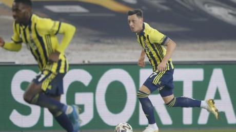Schied mit Fenerbahce im Pokal aus: Mesut Özil (r).